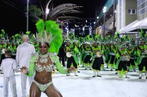 rainha_da_bateria_da_unidos_da_coloninha_e_carnaval_e_samba